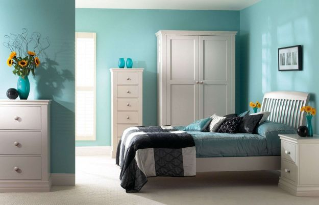 http://www.pianetarredo.it/wp-content/uploads/2015/11/Relaxing-Light-Blue-Bedroom-Ideas-for-Teenage-Girls-with-Black-and-White-Bedding-and-Flower-Decoration.jpg